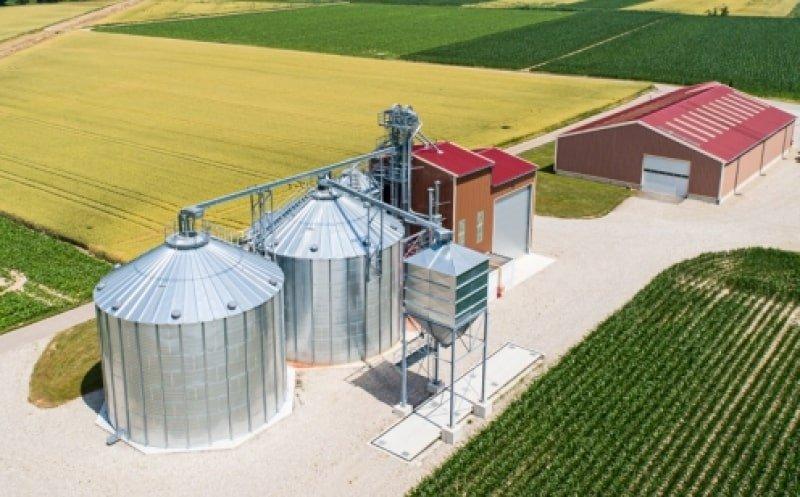 2 silos fond plat en vue aérienne avec boisseau et convoyeurs à chaine
