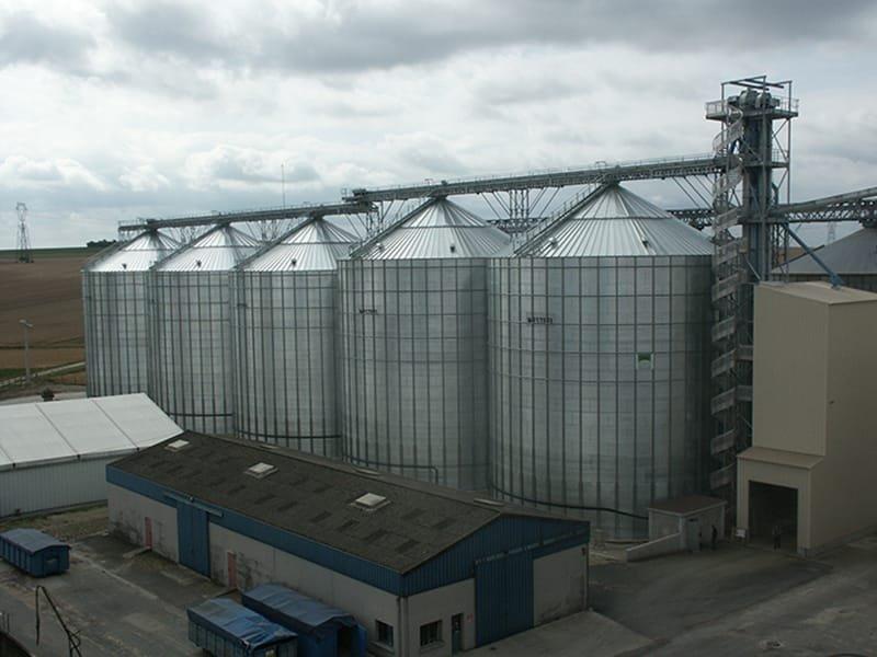 5 silos coopérative soufflet avec tour élévateur à godets et convoyeurs à chaine